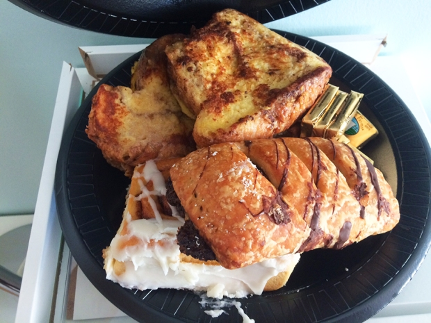 French toast and pastries from Kneaders Bakery & Cafe in Aurora | THE REAL LIFE | food, fitness, healthy eating, indulging, intuitive eating, weight maintenance, week recap, week after running a race