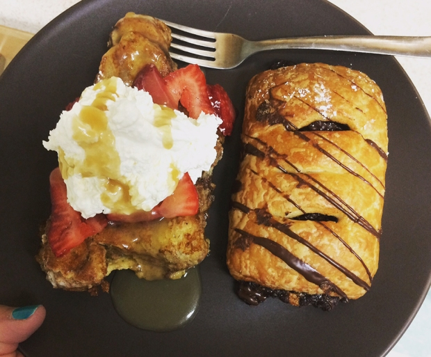French toast and pastry from Kneaders Bakery & Cafe in Aurora | THE REAL LIFE | food, fitness, healthy eating, indulging, intuitive eating, weight maintenance, week recap, week after running a race
