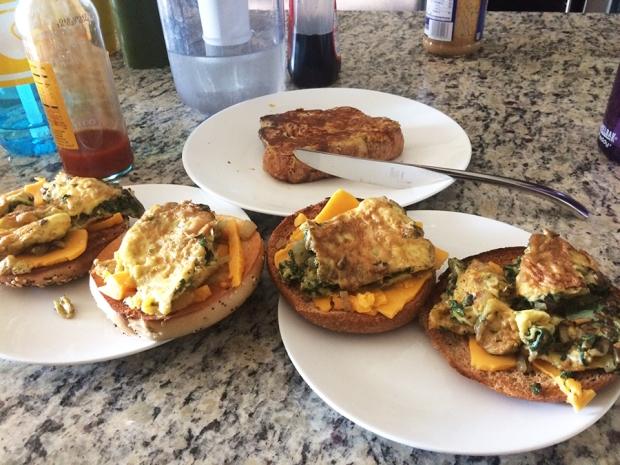 Egg, spinach, and cheese bagel breakfast! Kneaders Bakery & Cafe in Aurora | THE REAL LIFE | food, fitness, healthy eating, indulging, intuitive eating, weight maintenance, week recap, week after running a race