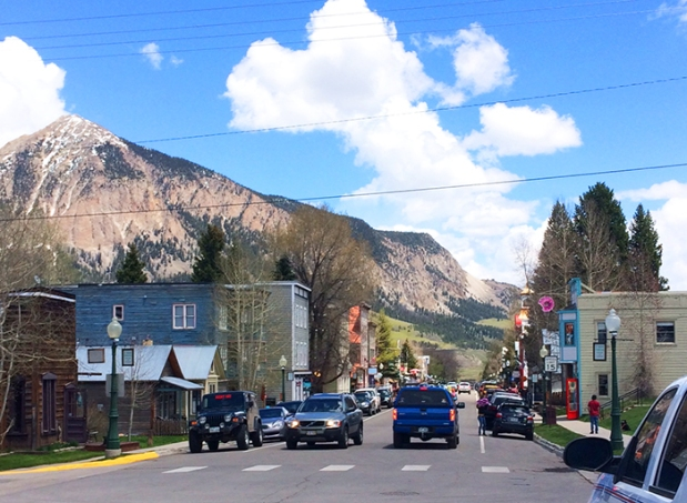 Elk Avenue in Crested Butte, Colorado | THE REAL LIFE | travel, Rocky Mountain getaways, running, fitness, food, restaurants