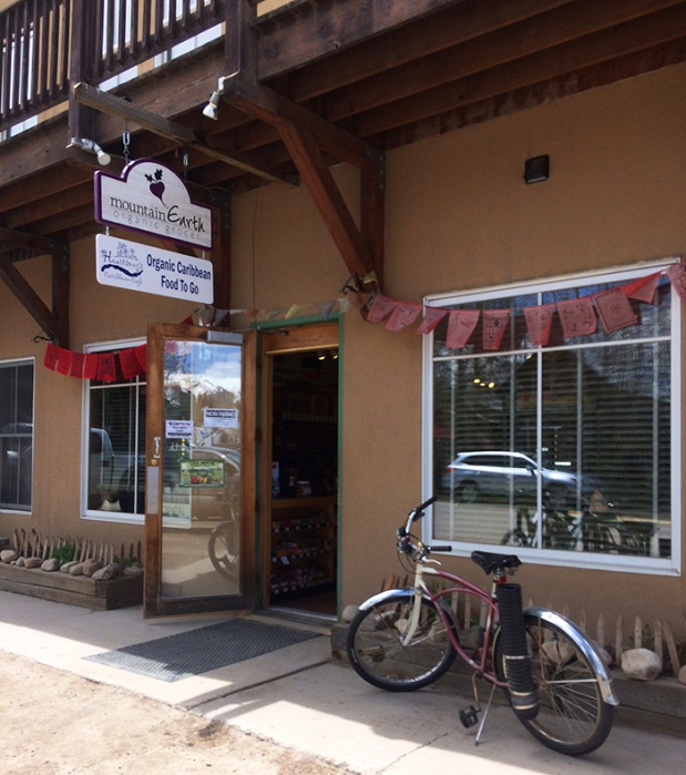 Mountain Earth Organic Grocer in Crested Butte, Colorado | THE REAL LIFE | travel, Rocky Mountain getaways, running, fitness, food, restaurants
