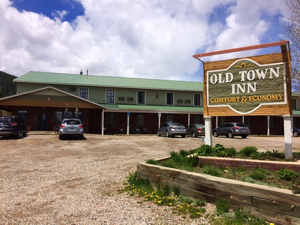 The Old Town Inn hotel in Crested Butte, Colorado | THE REAL LIFE | travel, Rocky Mountain getaways, running, fitness, food, restaurants