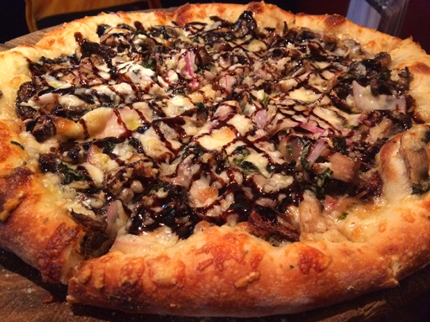 Fig pizza at Secret Stash award-winning Pizza in Crested Butte, Colorado THE REAL LIFE | travel, fitness, running, food, foodie, restaurants, coffee, health eating