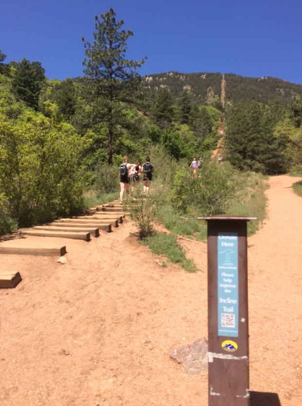 Hiking the Manitou Incline in Colorado Springs | THE REAL LIFE | Fitness, running, trail running, weight loss, weight maintenance, healthy eating, outdoors, food, lifestyle blog