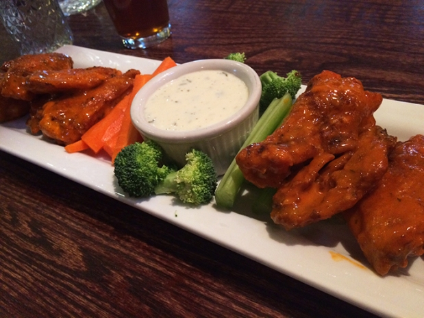 Hot wings at Secret Stash award-winning Pizza in Crested Butte, Colorado THE REAL LIFE | travel, fitness, running, food, foodie, restaurants, coffee, health eating