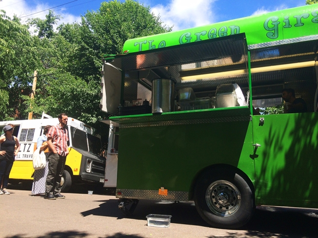 The Green Giraffe juice food truck, Shopping at the South Pearl Street Farmers Market in Denver, Colorado | THE REAL LIFE blog | lifestyle, food, recipes, foodie, fitness, running, exercise, healthy, organic, local food