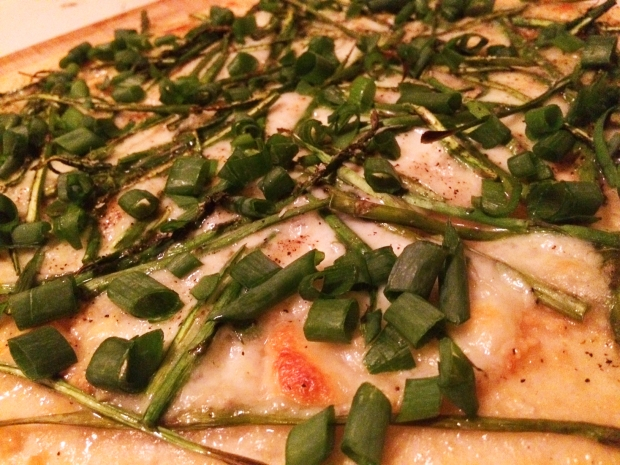 Garlic, asparagus, and green onion pizza, a spin on Smitten Kitchen's recipe | THE REAL LIFE BLOG | food, fitness, foodie, cooking, eating, recipes, meals, pizza, intuitive eating, health, running
