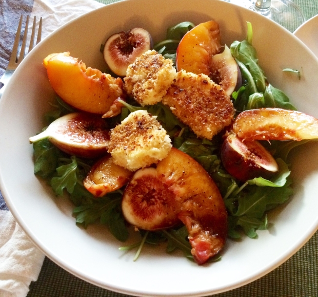 Fried Goat Cheese Salad with Figs and Peaches | THE REAL LIFE | food, fitness, meals, salads, clean eating, intuitive eating, healthy meals, quick recipe ideas